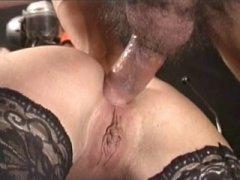 Aperçu video porno de *Deux queues c'est toujours mieux pour elle* sur CduPorno.fr