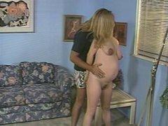 Photo Film porno de *Depuis qu'elle est enceinte, elle veut plus de bite* sur CduPorno.fr