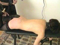 Photo Film porno de *Petite brunette, il faut lui mettre la fessée* sur CduPorno.fr