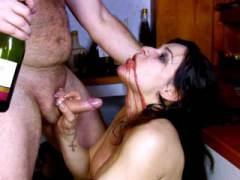 Aperçu video porno de *Il la fait boire pour pouvoir abuser d'elle* sur CduPorno.fr