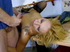 Photo Film porno de *Gang bang hard pour une blonde qui aime le foutre* sur CduPorno.fr
