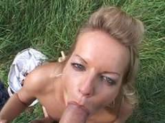 Photo Film porno de *La rondelle défoncée sur l'herbe* sur CduPorno.fr