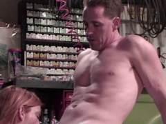 Photo Film porno de *Ronde et moche tringle dans un atelier * sur CduPorno.fr