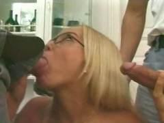 Photo Film porno de *Un véritable sac à bites cette blondasse * sur CduPorno.fr
