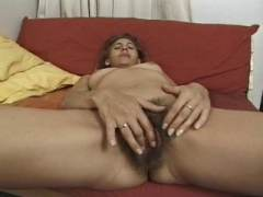Aperçu video porno de *Le mec adore les femmes mûres aux chattes vraiment poilues* sur CduPorno.fr