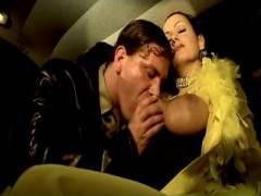 Photo Film porno de *Vidéo X vintage avec une sublime bourgeoise et un jeune officier* sur CduPorno.fr